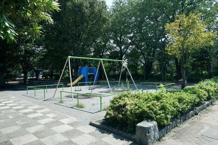 公園 関町北公園 様々な遊具があり、広い公園です。ベンチや水飲み場、トイレも設置されています。(2019年10月撮影)
