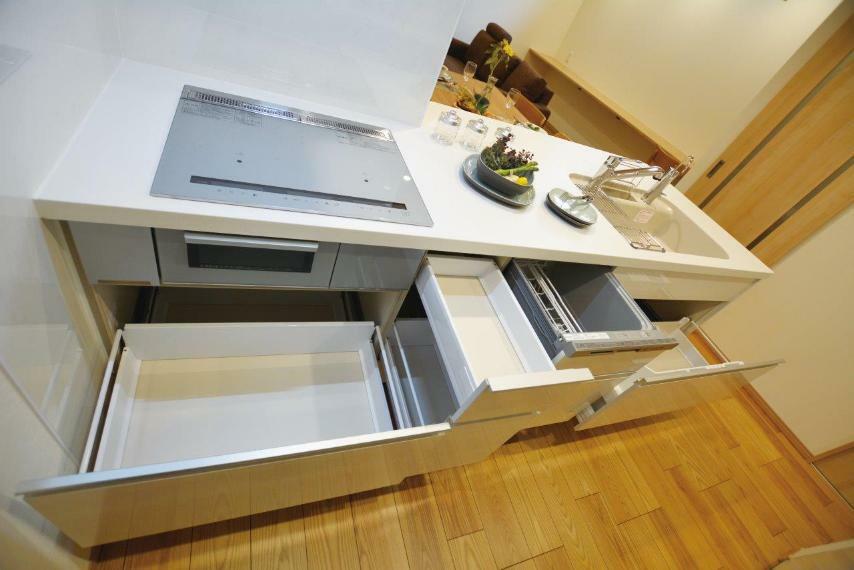キッチン (1号地)LIXILシステムキッチンAS。収納たっぷり、ビルトイン食器洗浄乾燥機付き。