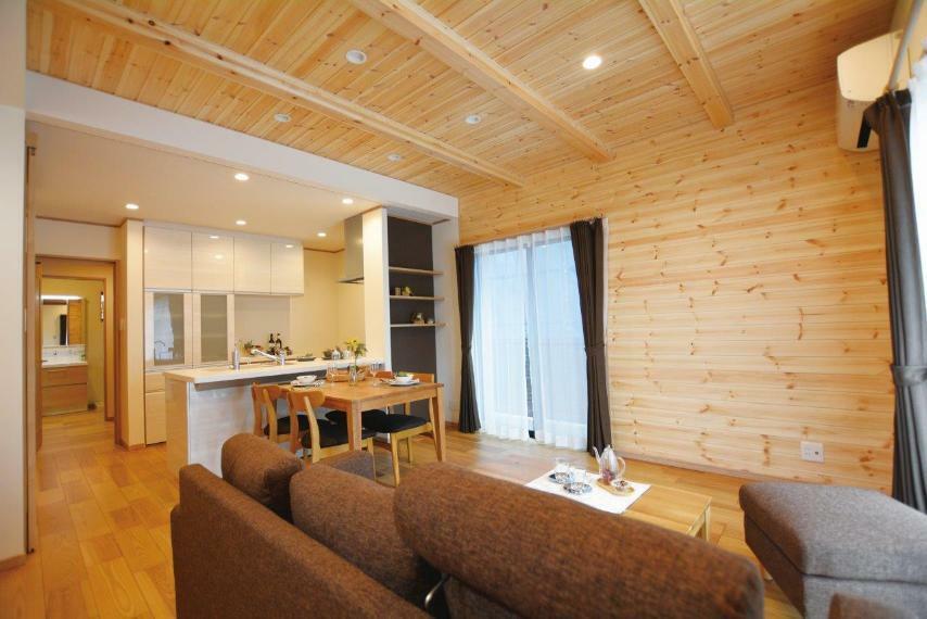 居間・リビング (1号地)無垢材に囲まれ暮らす安らぎのリビング空間が完成。