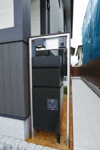 (1号地)ネットショッピングの頼れるパートナー、宅配ボックスも設置済みです。
