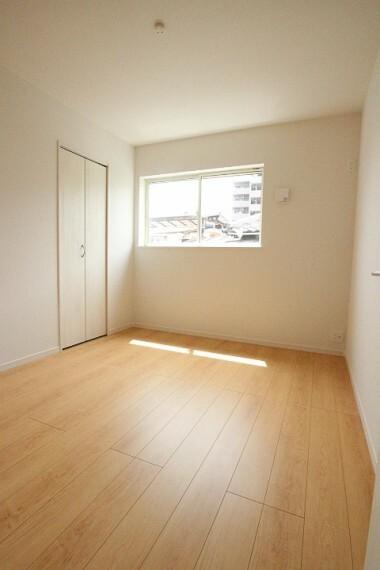 洋室 2階5.25帖の洋室。 子供部屋に最適です。