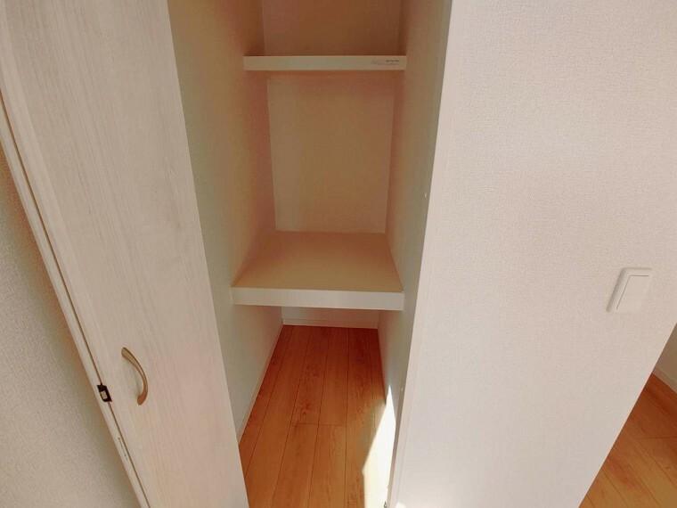 収納 8.5帖洋室の収納。