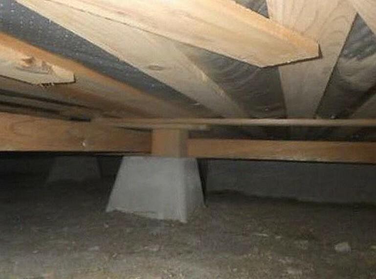 構造・工法・仕様 中古住宅の3大リスクである、雨漏り、主要構造部分の欠陥や腐食、給排水管の漏水や故障を2年間保証します。その前提で床下まで認の上でリフォームし、シロアリの被害調査と防除工事もおこないます。