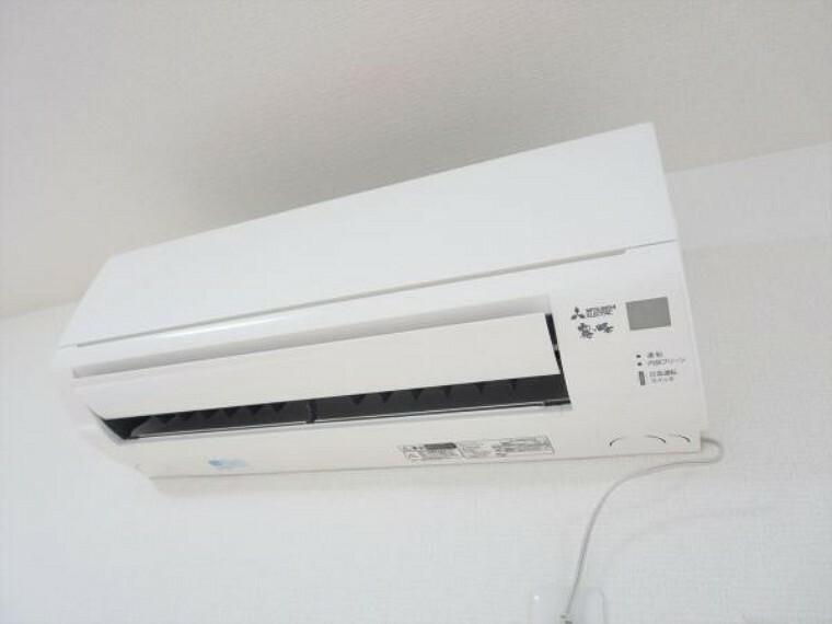 冷暖房・空調設備 (リフォーム済)エアコンはあらかじめ1階洋室に設置しています。追加工事も承っております。弊社で取付工事を行うことにより住宅ローンでのお支払いも可能です。