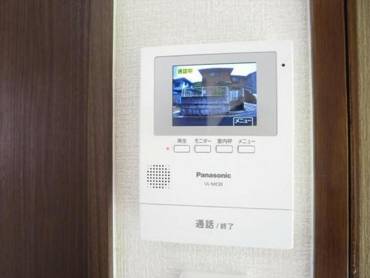 防犯設備 (リフォーム済)インターホンはテレビモニターつきドアホンに交換し、DKに設置しました。来客の顔を見て応対できますのでしつこいセールスにつかまらずにすみますね。