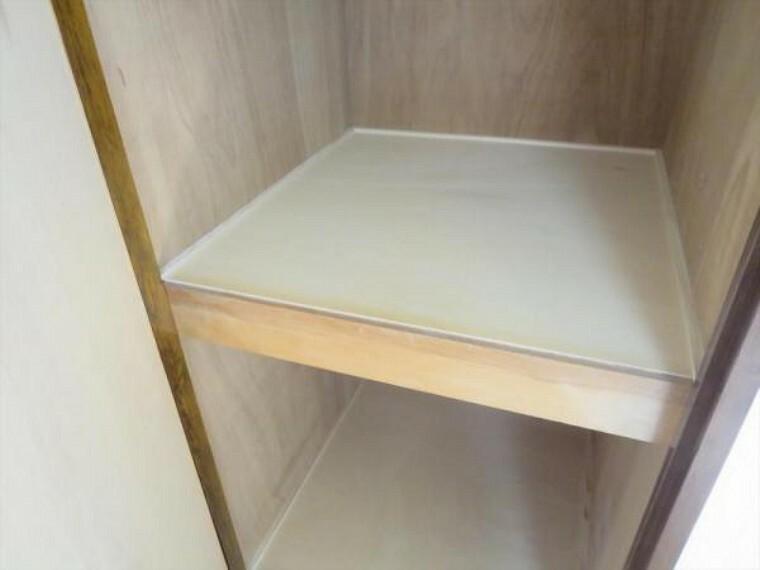 収納 (リフォーム済)各部屋に収納スペースがあるのでお部屋の整理整頓もスムーズです。地板を上貼りしていますので、清潔に使えますよ。