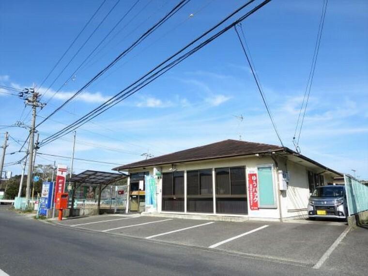 郵便局 鴨庄郵便局まで1000m、車で2分です。郵便だけでなく、小包、貯金、保険もおまかせ。車で2分は嬉しい立地です。