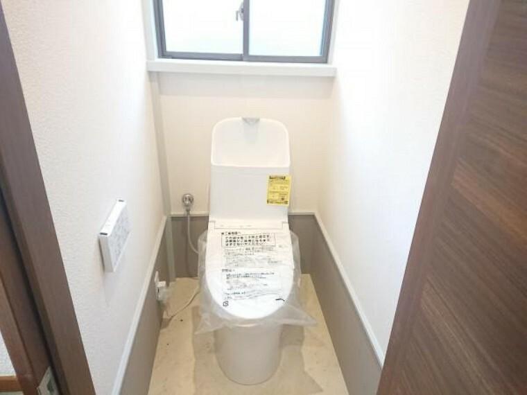 トイレ 【リフォーム中】既存のトイレは撤去し、TOTO製のトイレに新品交換を行います。