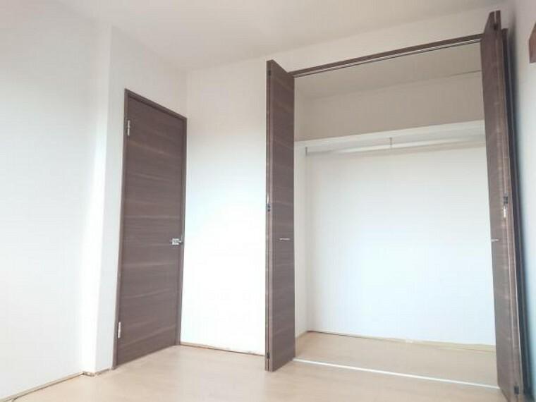 洋室 【リフォーム中】現在和室ですが、6帖の洋室に変更予定です。床はフローリングを張り大壁でクロス張りを行います。