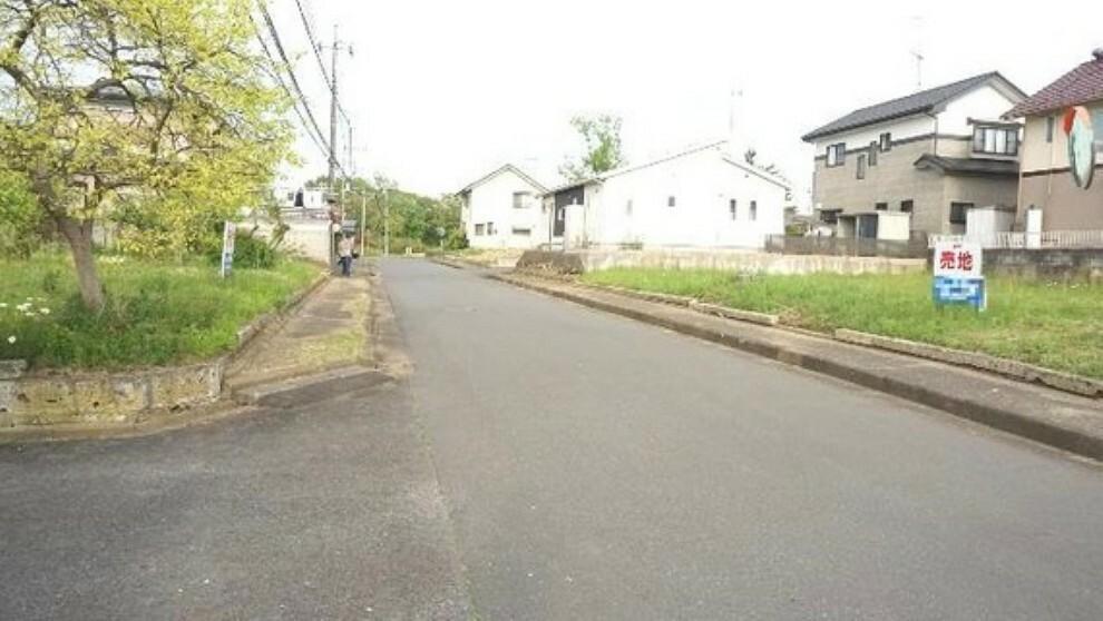 現況写真 前面道路は約8mあり、開放感がございます。