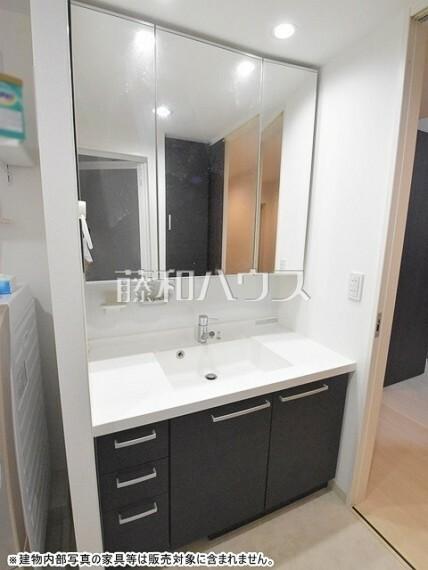 洗面化粧台 洗面化粧台 横幅が広いワイドサイズで鏡も大きく便利です。【ポレスター玉川上水】