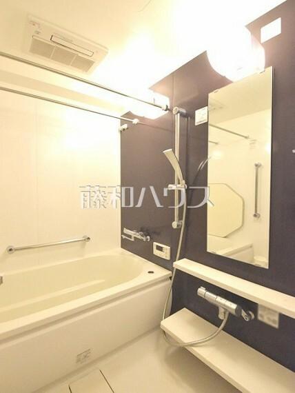 浴室 浴室 スライダー付きシャワーや浴室乾燥機なども装備。【ポレスター玉川上水】