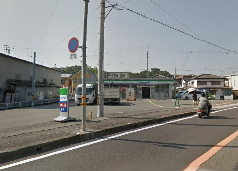 コンビニ 【コンビニエンスストア】ファミリーマート 高知一宮東町店まで614m