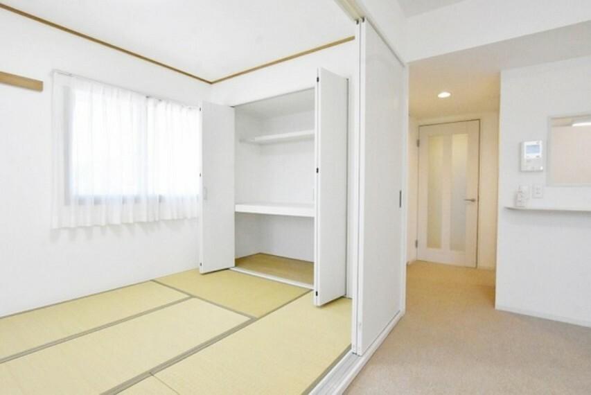 和室 リビングと繋がる和室はお子様の遊び場やお昼寝スペースに~来客時には客間としてもご利用いただけますね!
