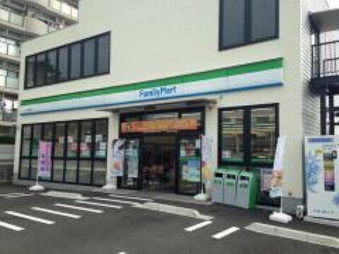 コンビニ ファミリーマート 八木山香澄町店まで徒歩8分(586m)