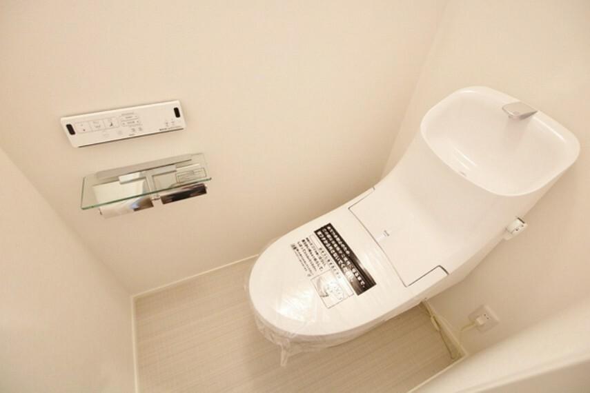 トイレ トイレは明るい空間で清潔感があります。