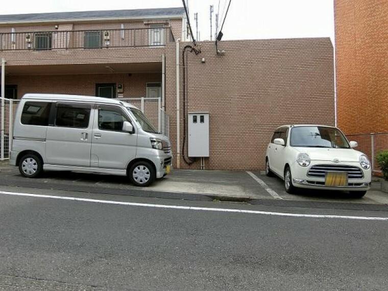 敷地内駐車場 車の出し入れがしやすく、使い勝手のよい平置き駐車場です。