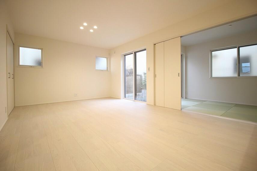 居間・リビング 足元からポカポカ床暖房付