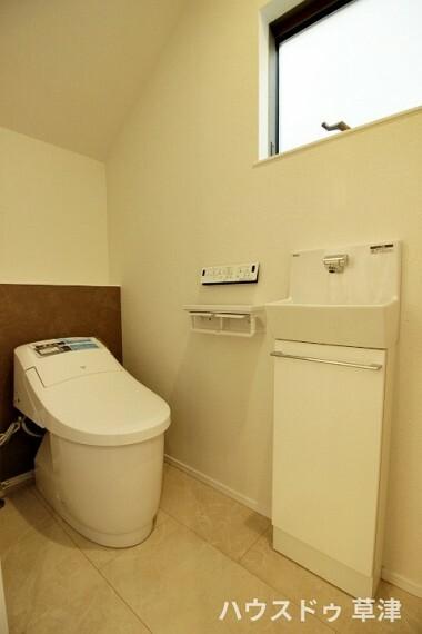トイレ トイレには手洗い器を設けております。すぐ手を洗えるので衛生的にも安心ですね。