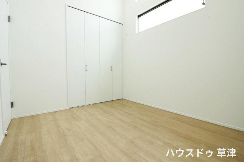 洋室 約5.2帖の洋室です収納もございます。お子様のお部屋などに最適です。