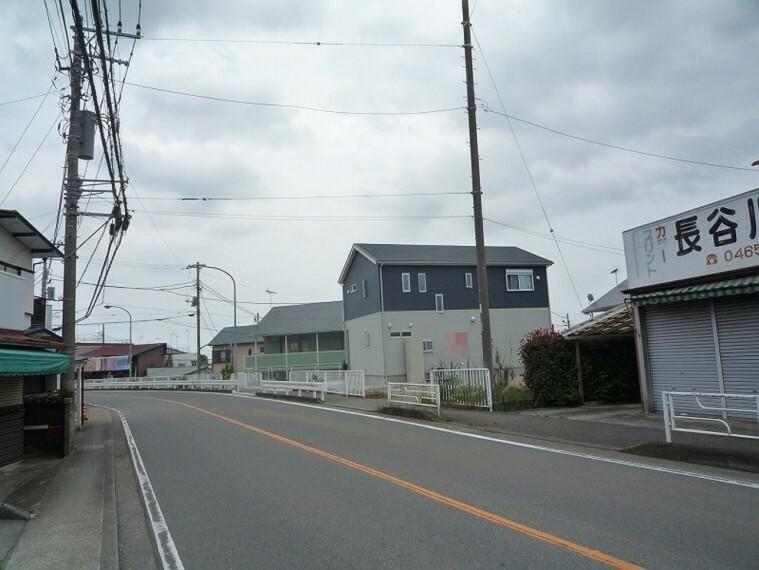 現況写真 前面道路も広く開放感がございます