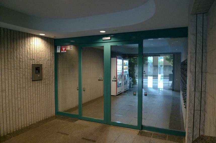 エントランスホール オートロックドア