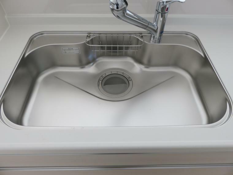 キッチン 蛇口の先端に浄水器を内蔵。