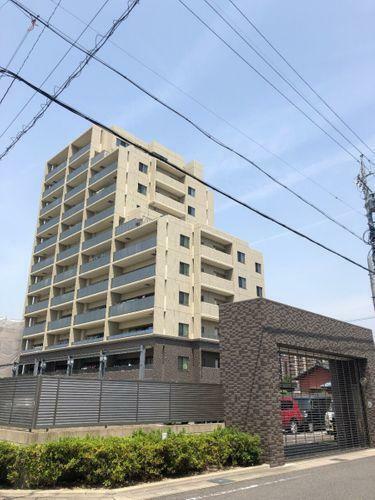 リビングダイニング 7階建てマンションです。