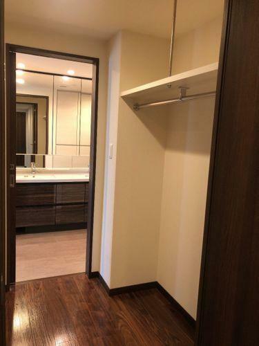 収納 洋室と洗面室の2か所から出入り可能です。