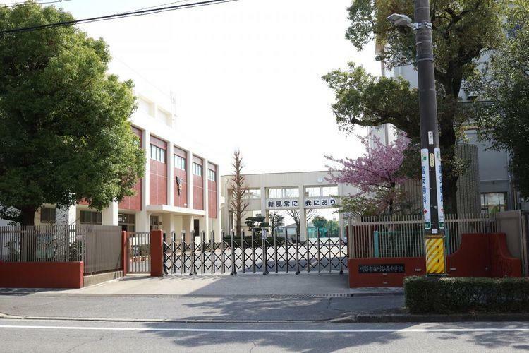中学校 刈谷市立刈谷南中学校 徒歩4分。