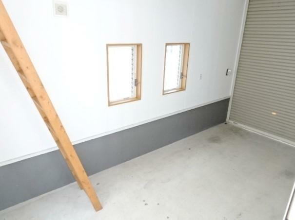 駐車場 ビルトインガレージ付き。書斎から梯子で降りられます。