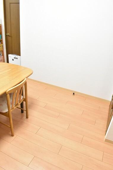 居間・リビング リビングの一部です。 広々としていて大きな机を置いても窮屈感がありません。 ご家族皆さんの憩いの場になりますね。