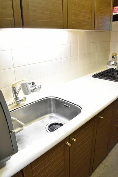 キッチン 収納も多くキッチン用品の収納場所に困りませんね。