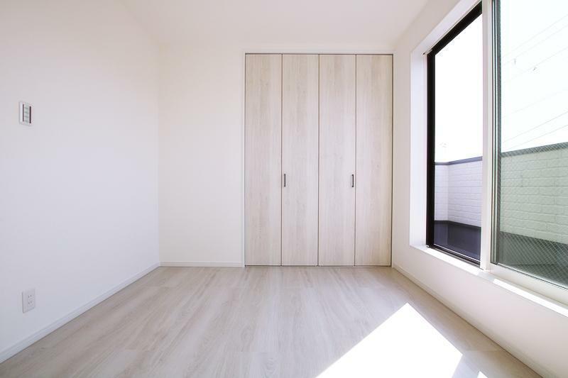 同仕様写真(内観) 洋室の施工事例です。陽当りの良い洋室です。ご紹介の物件も南向きで陽当り良好。