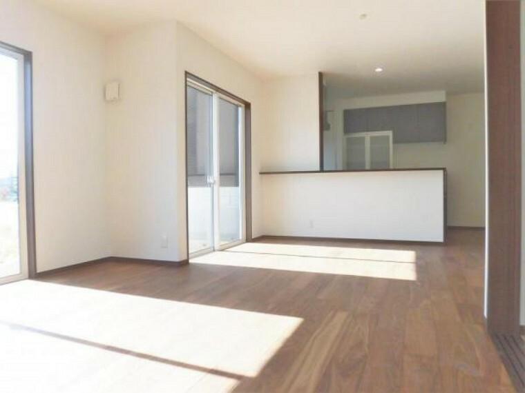 居間・リビング LDKは隣の和室と繋げると更なる大空間!!