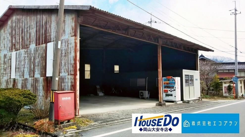 外観・現況 約65坪の倉庫付き土地です。現況のまま、倉庫としても利用可能です。