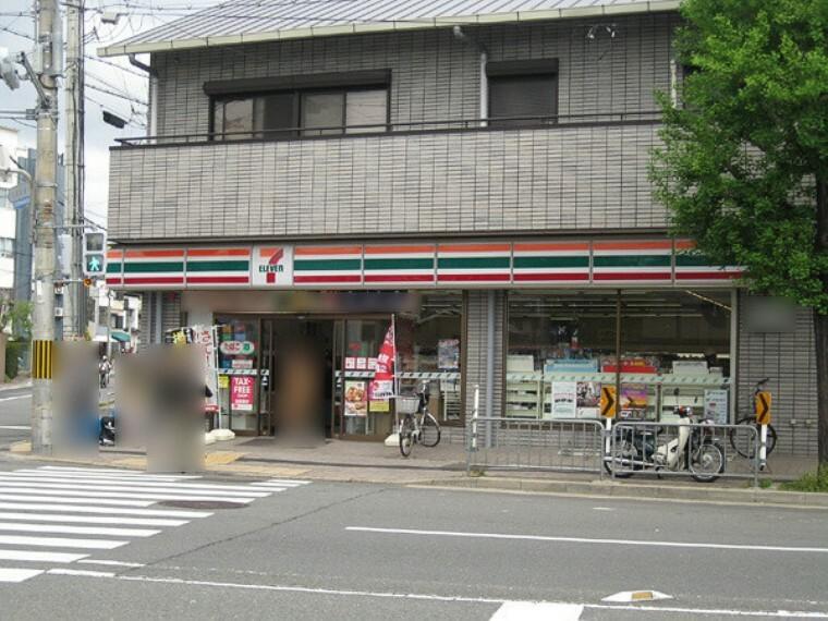 コンビニ セブンイレブン京都上七軒店 京都駅まで2駅 乗車約6分。地下鉄東西線も利用可能です。