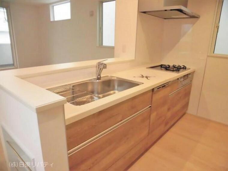 ダイニングキッチン キッチンには食洗機、カップボード完備。