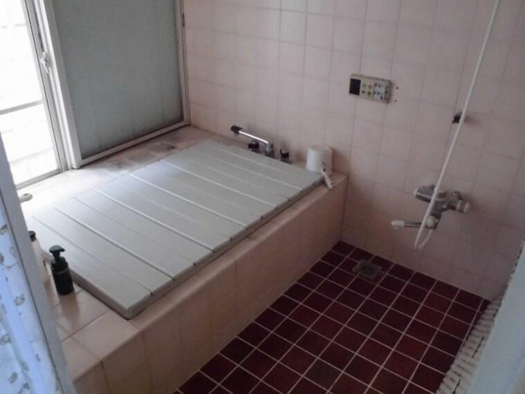 浴室 1F浴室(ほかにも2Fにユニットバスを完備しています)大家族で住むのもお勧めの住戸です