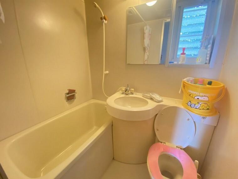 洗面化粧台 2Fユニットバス、1Fの浴室の他に2Fにもユニットバスを完備!2世帯や3世帯でお住まいになれますね!