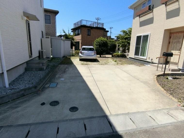 駐車場 駐車スペースにはお車2台駐車可能。来客時にも心強いですね。