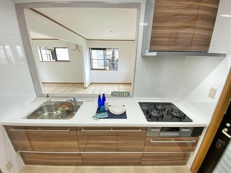 キッチン リビングと一体化したキッチンなら家族みんなが自然と料理に参加したり、片づけたりしながらコミュニケーションがとれます