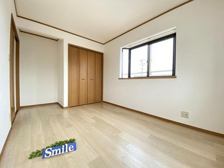 洋室 6.6帖の洋室 子供部屋にもピッタリな収納付き洋室
