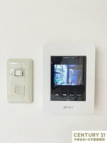 専用部・室内写真 モニター付きインターホンは来客者の顔を確認できて便利です