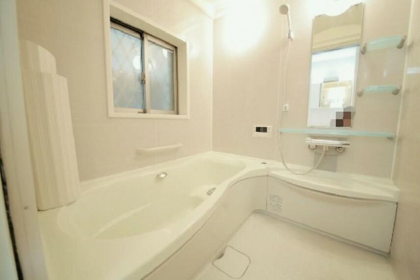 浴室 窓の有る明るい浴室となっております!