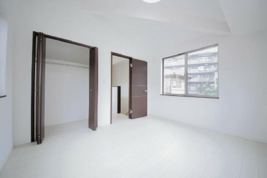 寝室 主寝室7.0帖にはクロゼットもございます!内装内観写真-寝室
