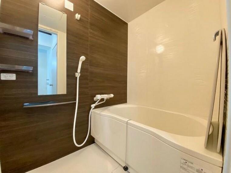 浴室 1日の疲れを癒やしてくれるバスタブ。