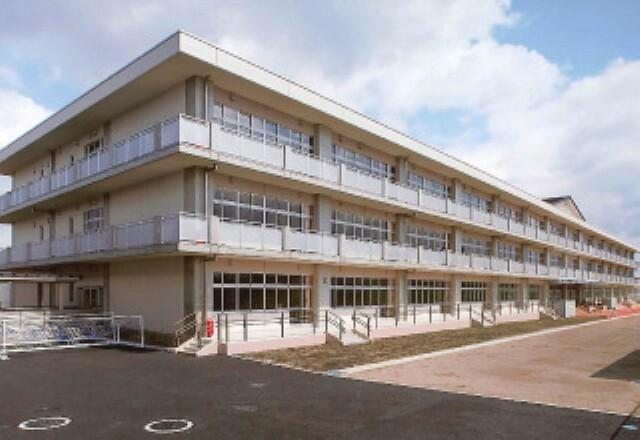 小学校 仙台市立富沢小学校まで450m(徒歩6分)