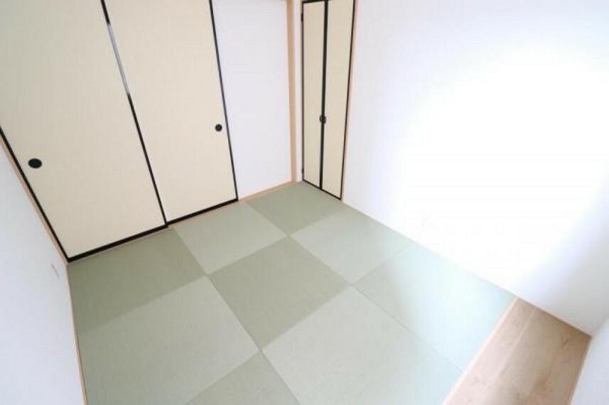(和室)畳は柔らかいのでお子様のプレイスペースにも!キッチンやリビングからも目が届くので安心ですね!