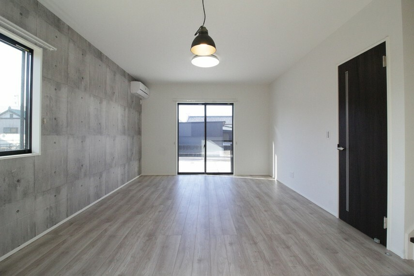 居間・リビング アクセントクロスやフローリングなどランク上のオシャレなこだわりの内装となっています。